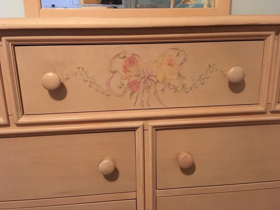 Used Thomasville Furniture Vignette Division Bedroom Set