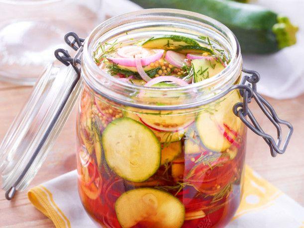 eingelegte zucchini rezept einkochen pinterest zucchini food and cooking. Black Bedroom Furniture Sets. Home Design Ideas