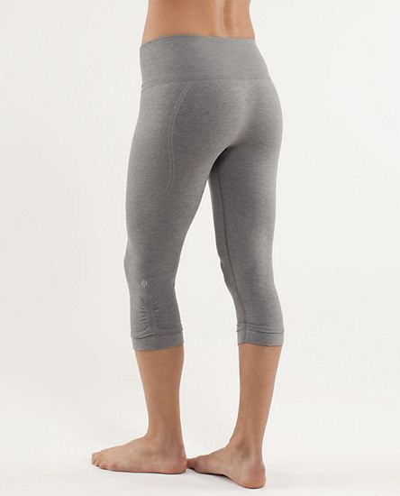 9103cad866bc1d LULULEMON~GRAY~SEAMLESS~ORIGINAL **EBB & FLOW** YOGA CROP LEGGING PANTS~8  #Lululemon #EBBFLOWOriginalLeggingCropYogaPantsRARE