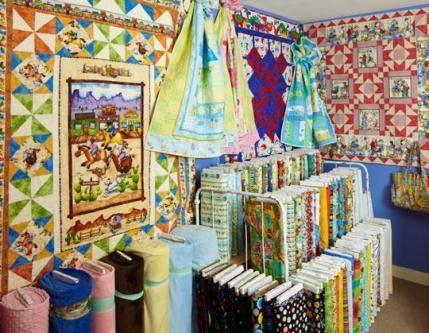 Friends And Co Quilt Shop Quilt Shop Displays Quilt Shop Quilts