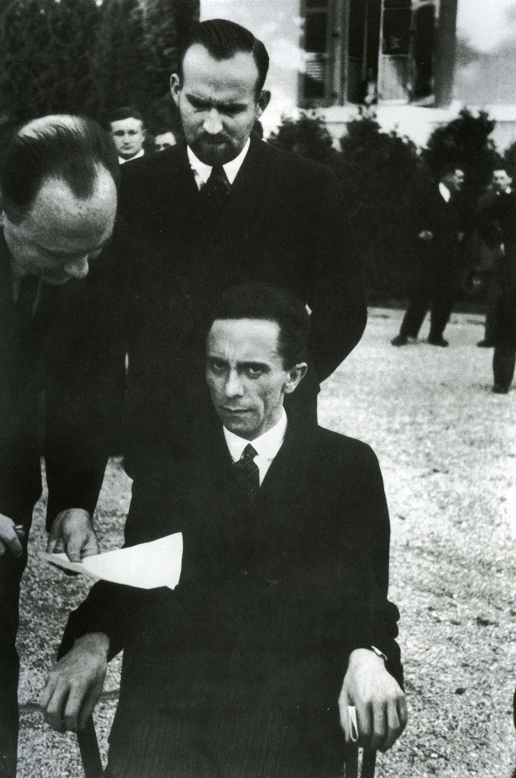 Joseph Goebbels after being told the photographer, Alfred ...