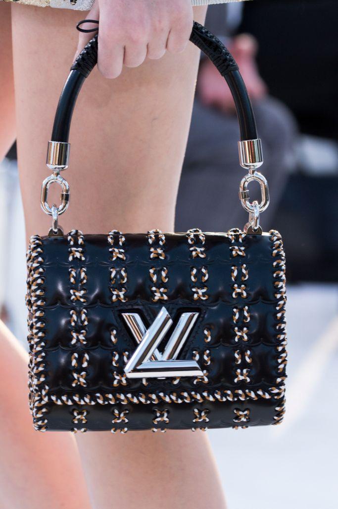 604a7db12 Colección detalles: Bolsos de Louis Vuitton en la colección Cruise 2018 Se  convertirá el bolso de Louis Vuitton con el maquillaje de ojos Kabuki, ...
