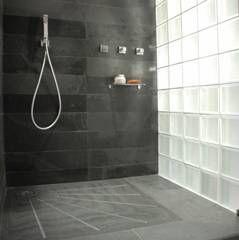 Douche l 39 italienne mur ardoise et briques de verre piece salle de - Grande douche italienne ...