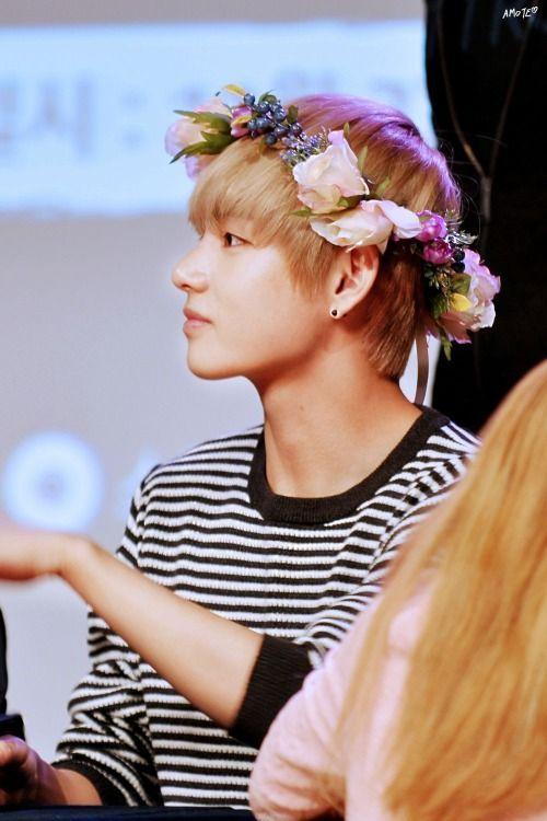 #BTS #V #KimTaehyung #FlowerCrown
