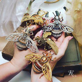 Фото на память 😀всем искрящимся роем 🐝🐝🐝🐝🐝. Выпуск лета 2018 😀✨✨✨✨✨✨✨✨✨✨✨✨✨✨✨✨✨✨✨✨✨✨✨✨✨✨✨✨✨✨✨✨✨✨✨#броши #брошьжук #вышивкаканителью #эксклюзивныеукрашения #дорогаябижутерия #длясебялюбимой #люблювышивать #летняяколлекция #насекомые #insects #brooches #bee #ксениякоробко