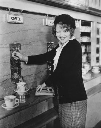 """No Limit"" Clara Bow at the Automat 1931 Paramount"