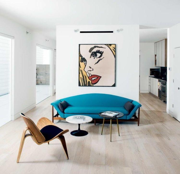 minimalistisch eingerichtetes Wohnzimmer und ein Bild im Pop Art - wohnzimmer deko in turkis