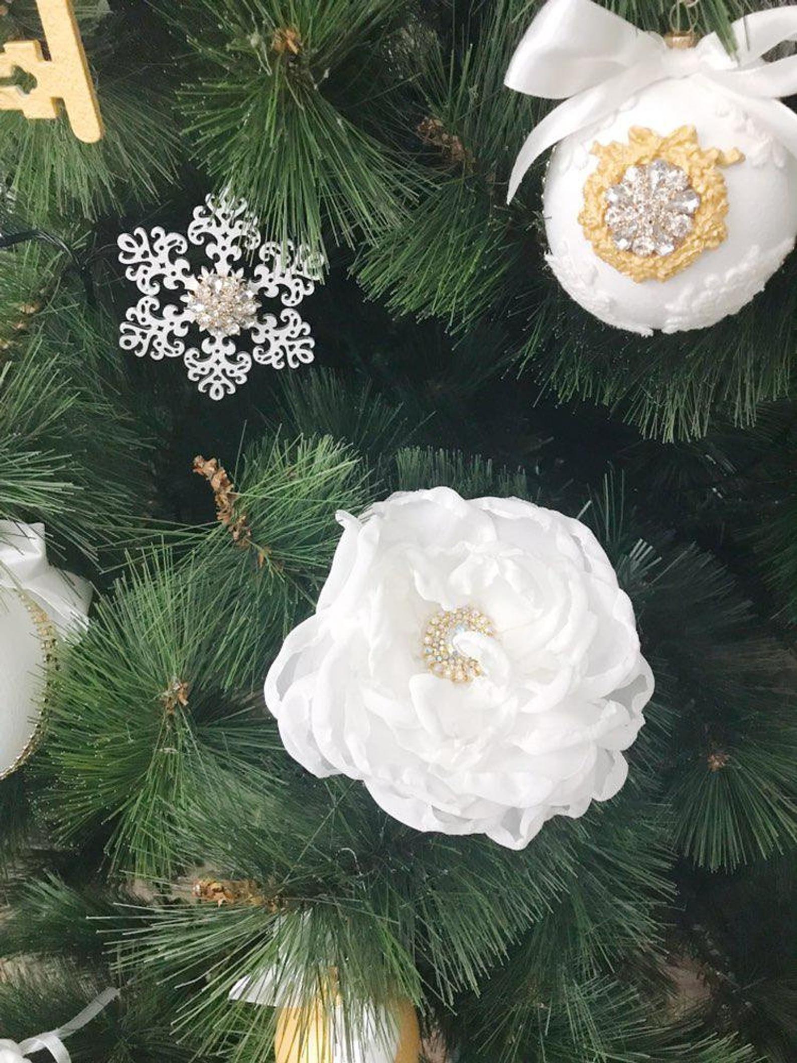 White Christmas Ornaments Set Christmas Tree Ornaments Etsy White Christmas Ornaments Christmas Ornaments Elegant Christmas Trees