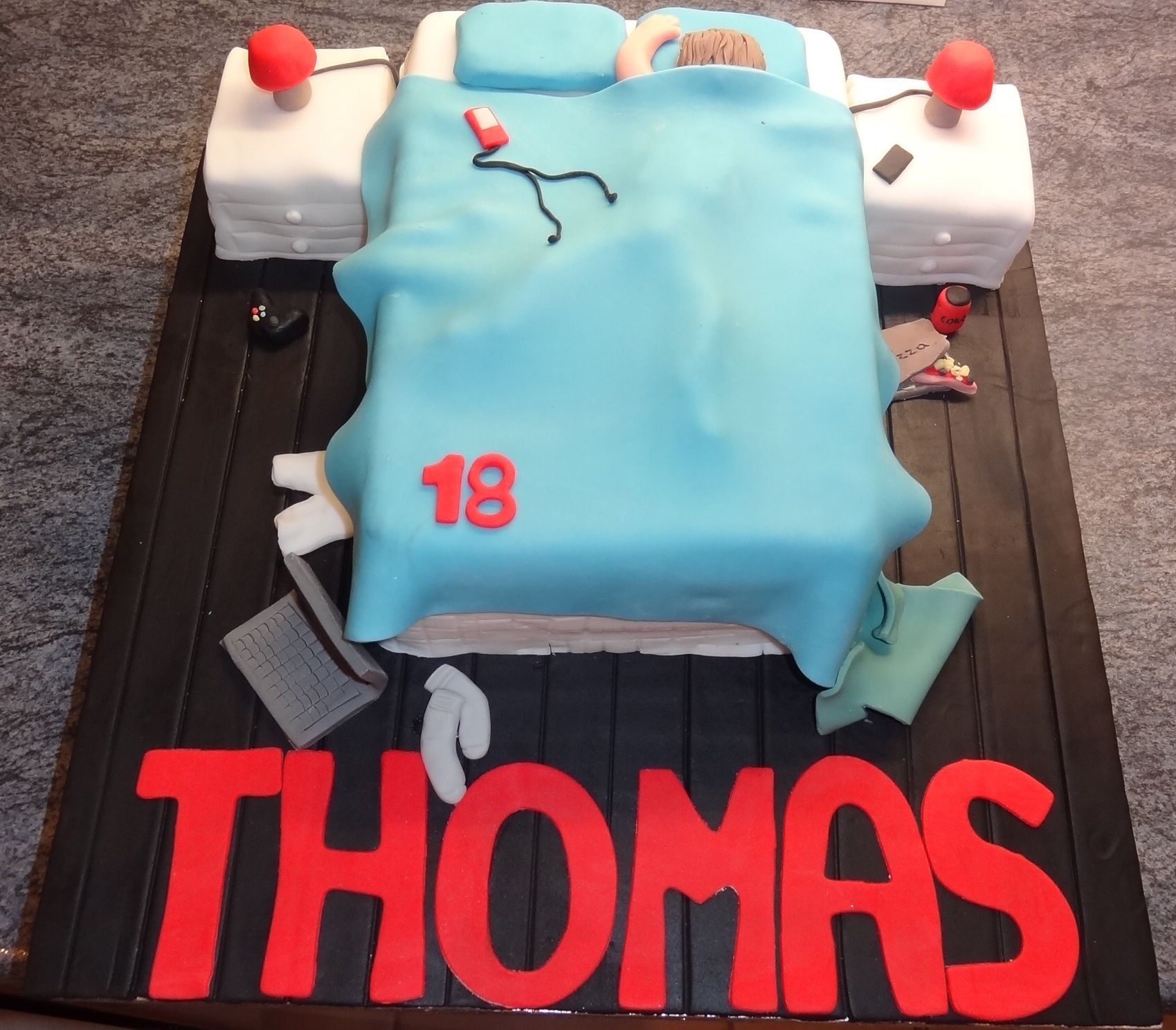 Afbeeldingsresultaat voor 18th birthday cakes for boys Teen cakes