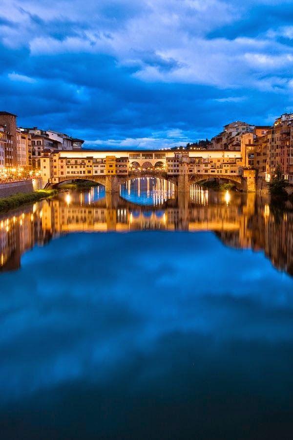 Ponte vecchio Bridge, Arno River, Europe's oldest stone,closed spandrel sentimental arch bridge