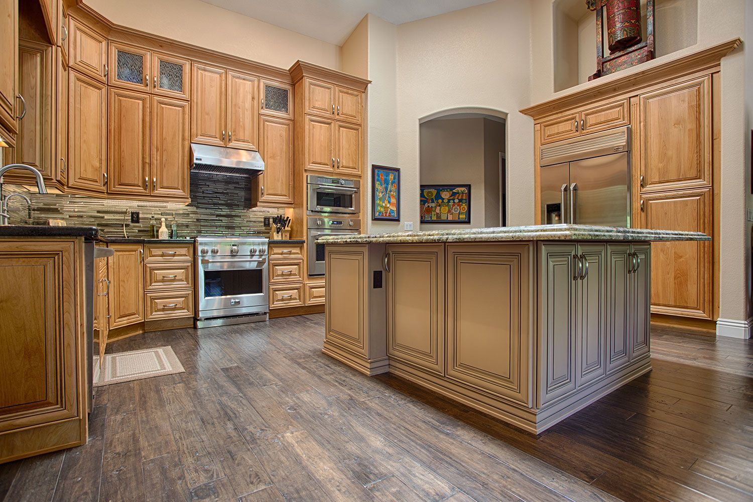 Custom Glazed Kitchen Cabinets Savano Kitchen Cabinets With A Natural Stain And Brown Glaze