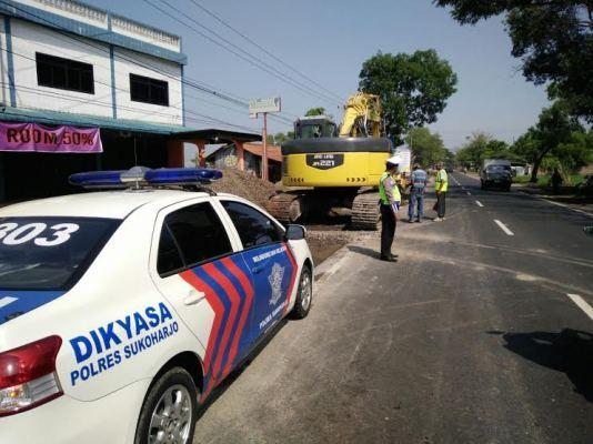 Tak Mau Ada Laka Unit Dikyasa Polres Sukoharjo Atur Lalin Di Jalan Raya Sukoharjo Wonogiri Yang Sedang Diperlebar Resor Melaka Polisi