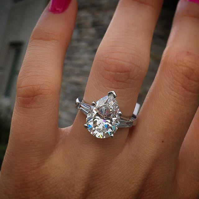 Resultado de imagen para engagement rings pear cut
