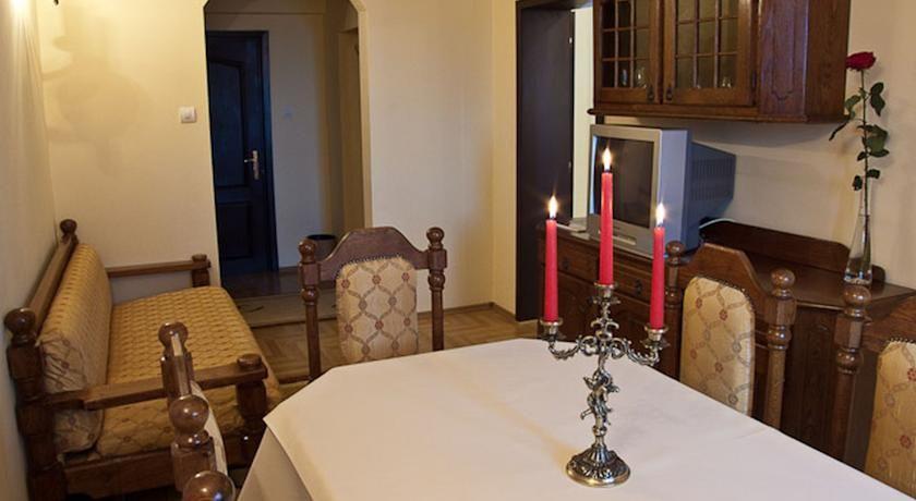 Booking.com: Hotel Castel Dracula - Piatra Fantanele, Rumänien