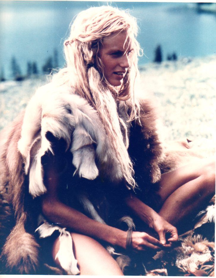 Daryl Hannah Clan Of The Cave Bears Halloween Pinterest Cave