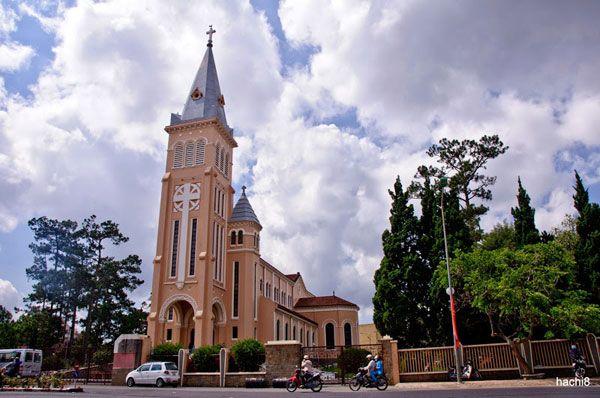Nhà thờ Con Gà, nơi chụp hình đẹp dành cho khách du lịch Đà Lạt