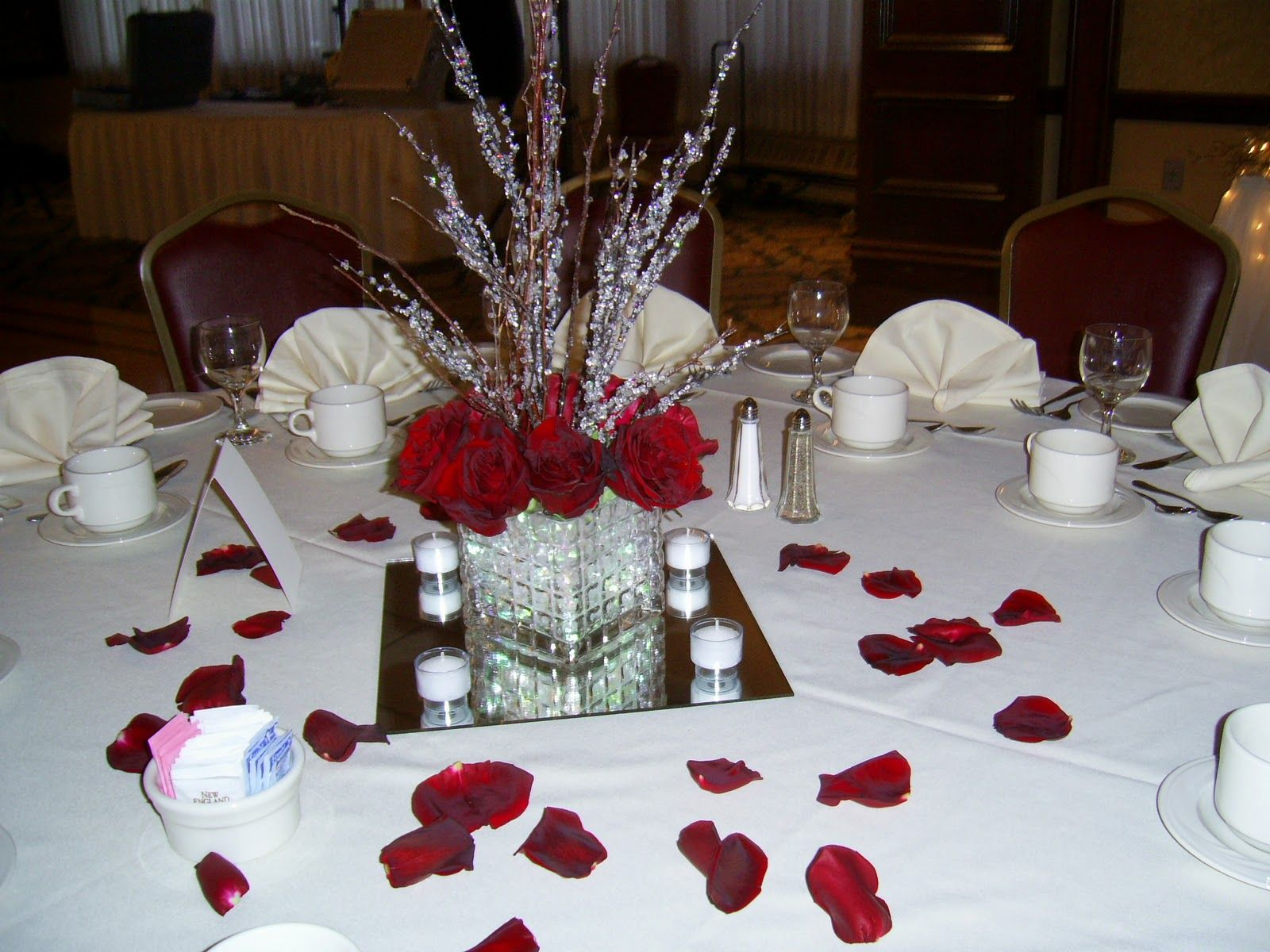Red+And+Black+Wedding+Centerpieces | guest table ...