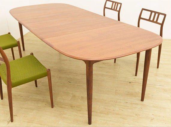 北欧デンマーク製のヴィンテージ伸縮ダイニングテーブルですエクステンション天板を継ぎ足すことで幅を広げられるテーブルですので空間やその時々に応じて姿を変える事ができますシンプルで大変使い勝手がいいので人気です 北欧 ヴィンテージ Vintage チーク 家具