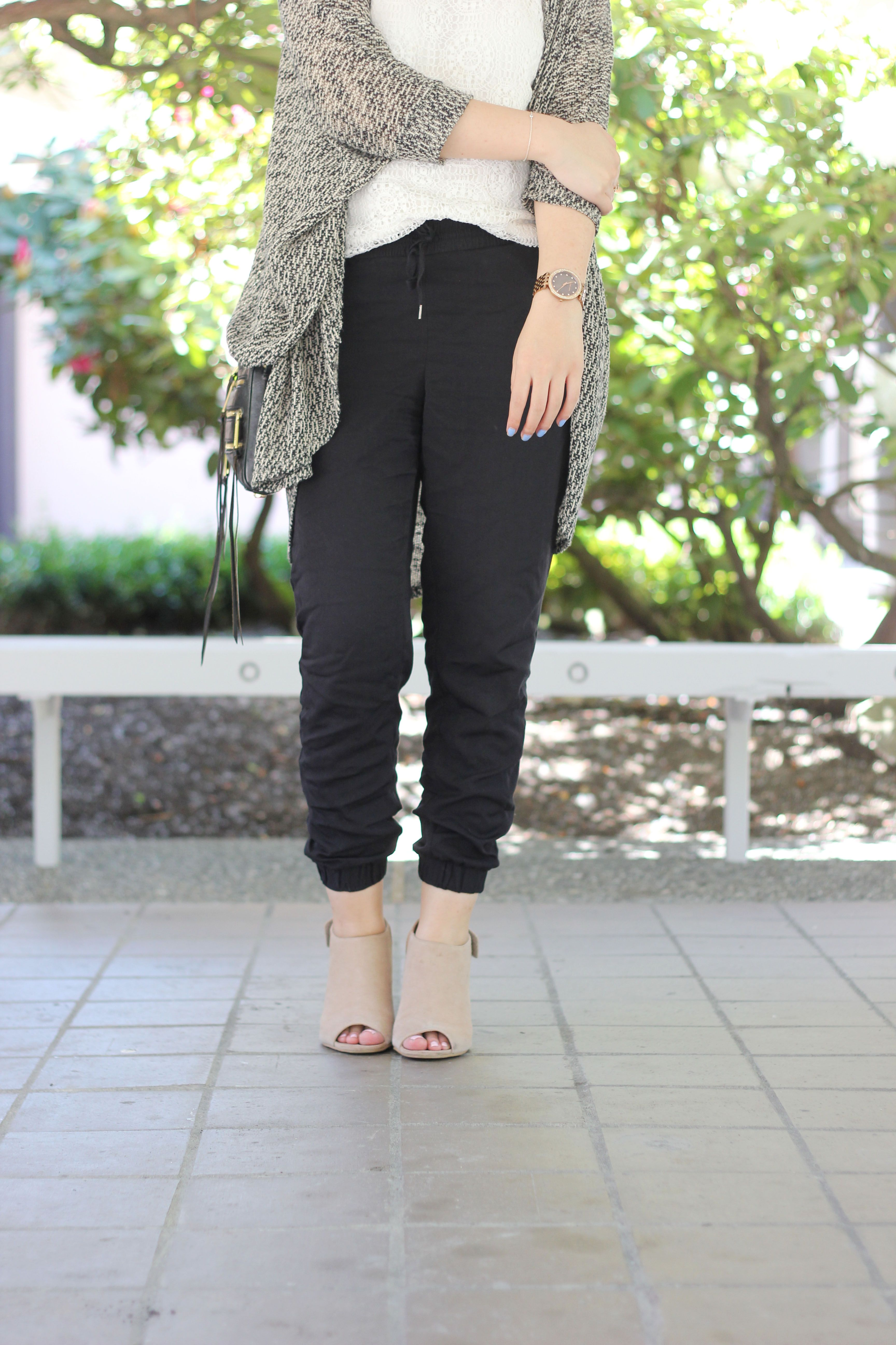How To Wear Joggers To Work Without Feeling Like You Re Wearing Pajamas How To Wear Joggers Dress Joggers Jogger Pants Outfit Dressy [ 5184 x 3456 Pixel ]