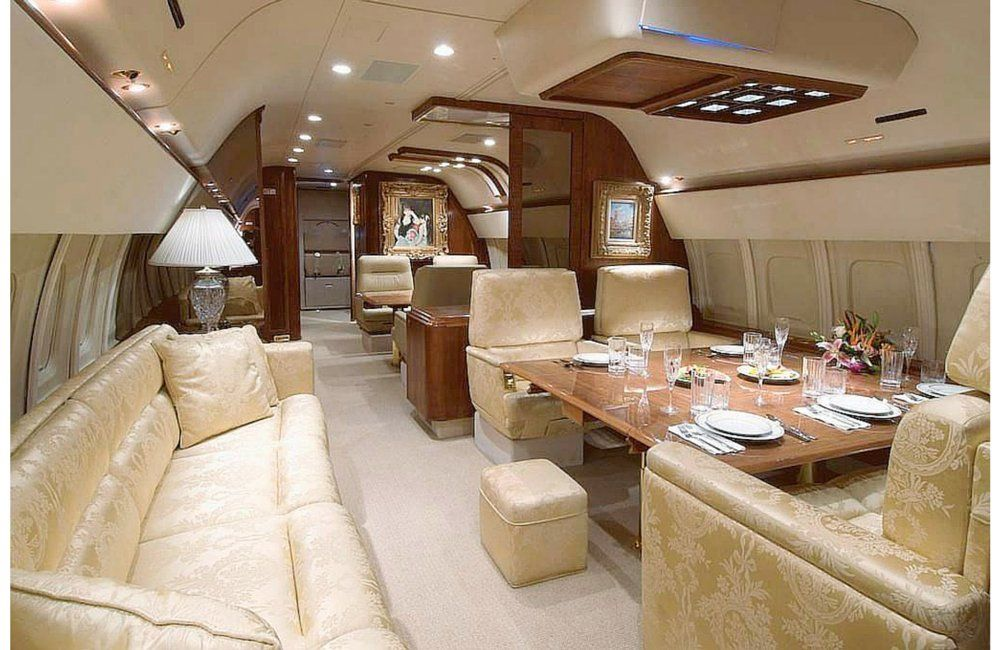 insolite d couvrez l 39 int rieur incroyable des jets priv s s o o n 39 pinterest private. Black Bedroom Furniture Sets. Home Design Ideas