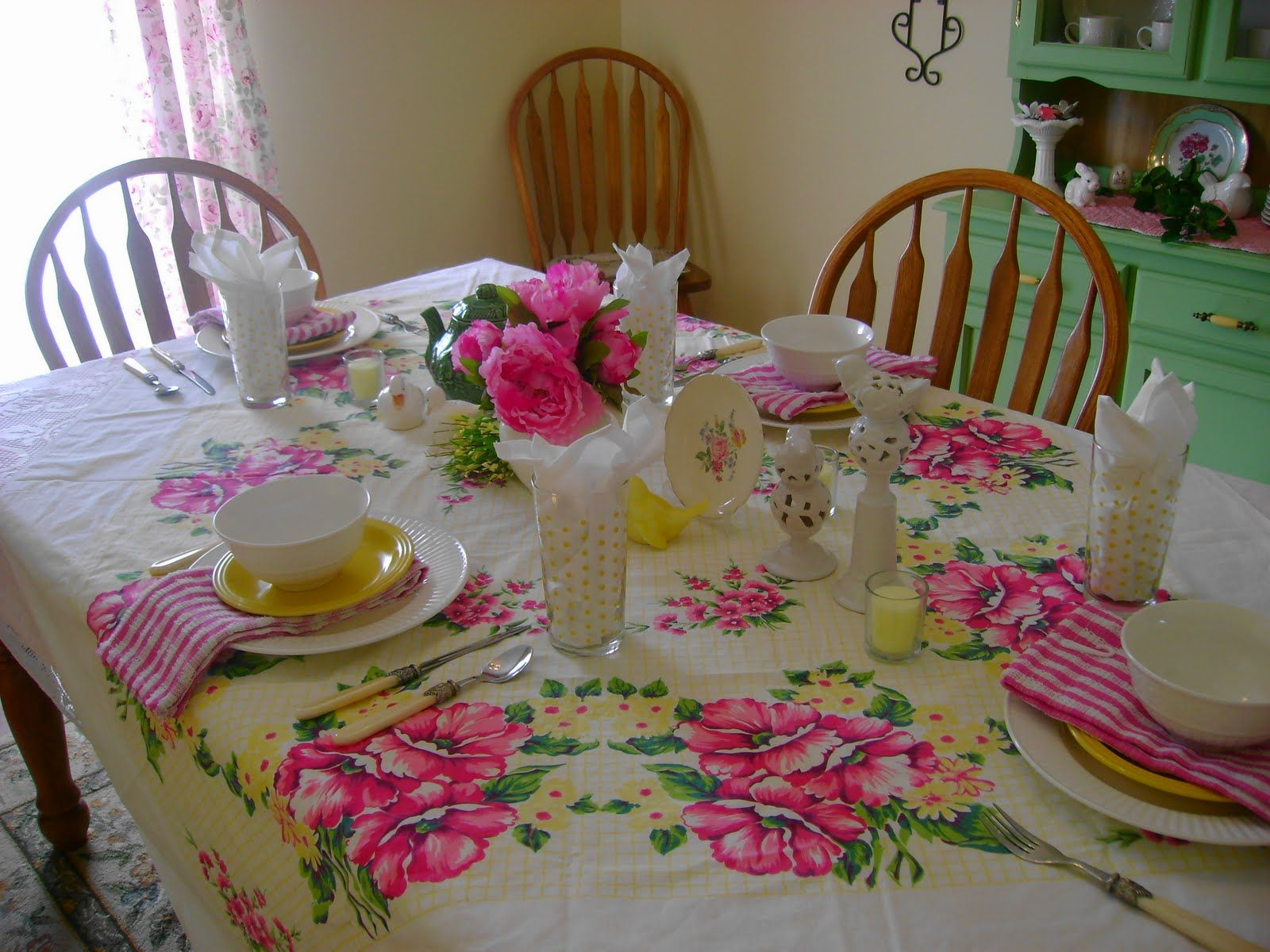 Beauty of Vintage Tablecloth's