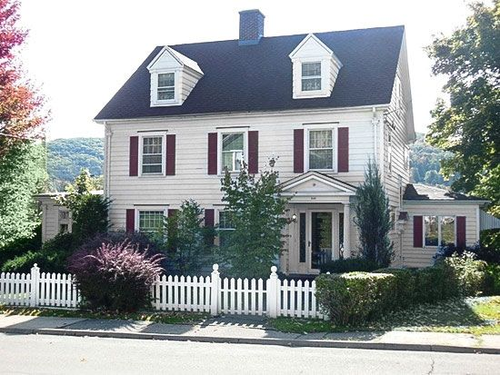 6 Houses For Sale With White Picket Fences White Picket Fence