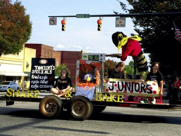 The Junior's float in the Salisbury High School homecoming parade ...