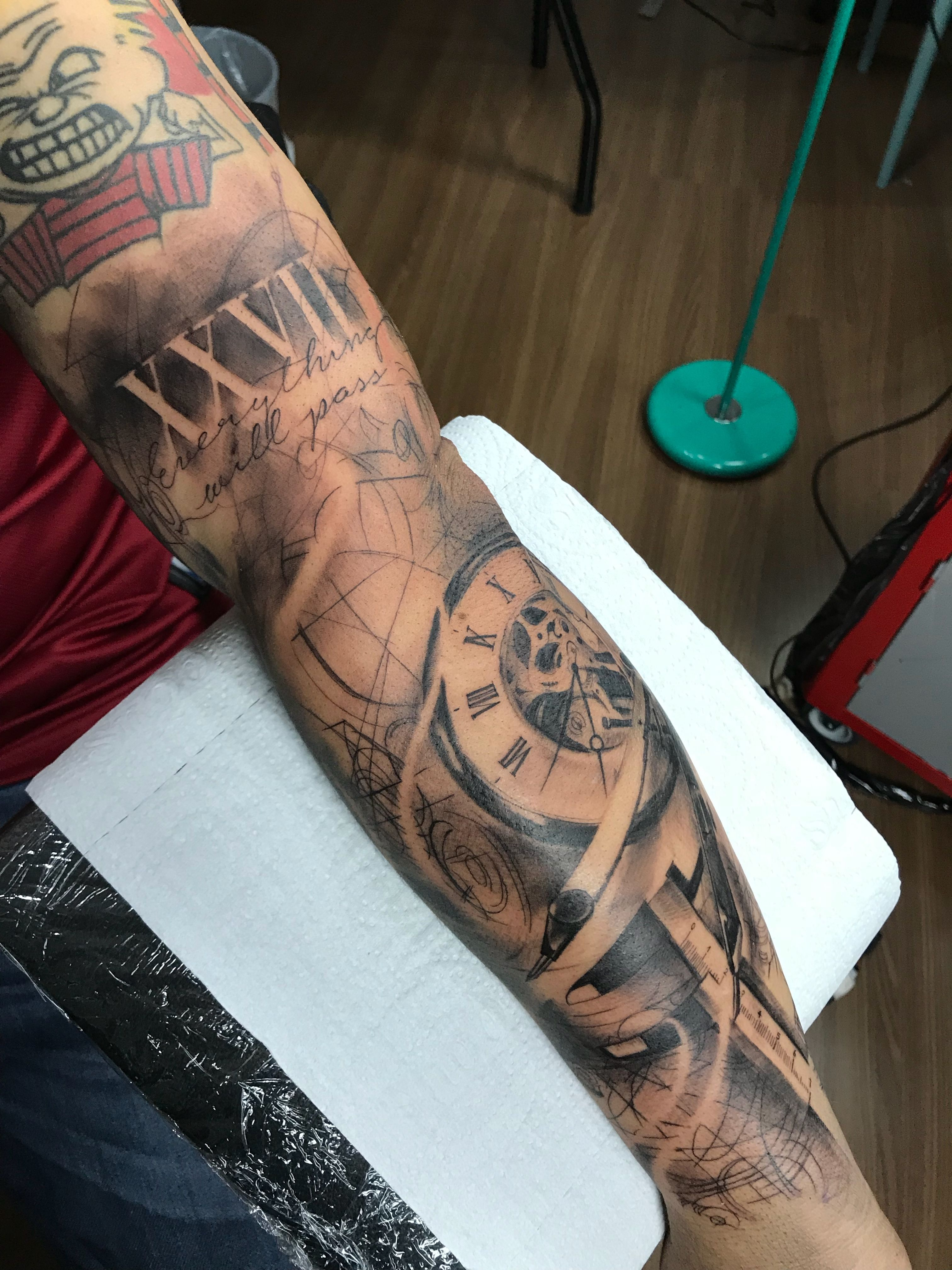 Preto Cinza Tattoo Realismo Braco