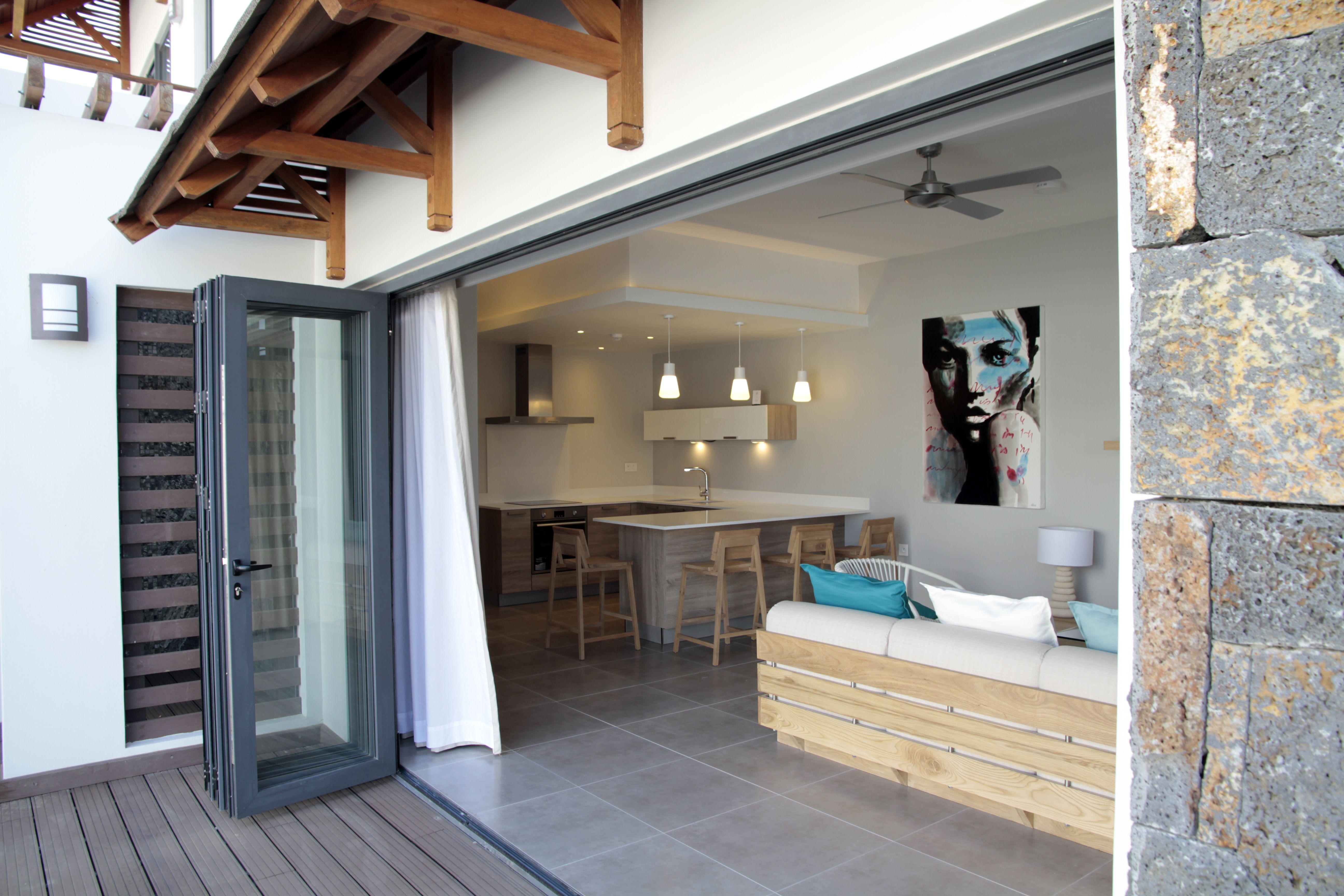 Une villa au style eco friendly ouverte sur la piscine et son jarin