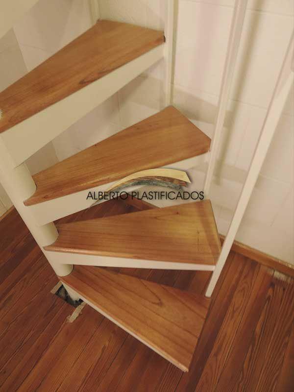 Escalera de metal y madera para so trabajos con for Escaleras de metal y madera