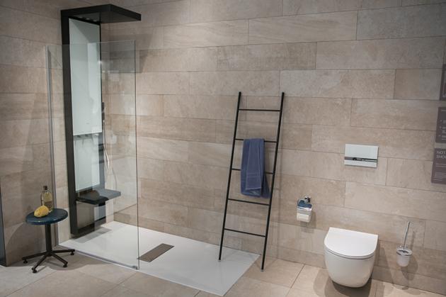 Badezimmer * Bathroom * Dusche * Duschsäule * Badgestaltung * Bodenebene Dusche