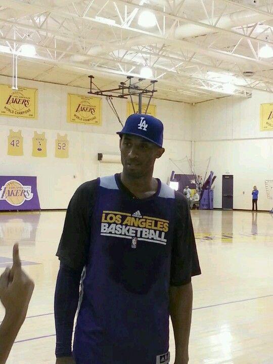 dcaa82907e8e Kobe sporting an LA Dodger cap!
