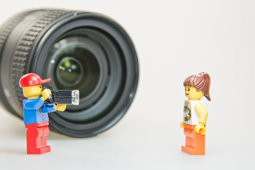 Lego Minifig Camera : Lego photoshoot with blue and red minifig and orange girl minifig