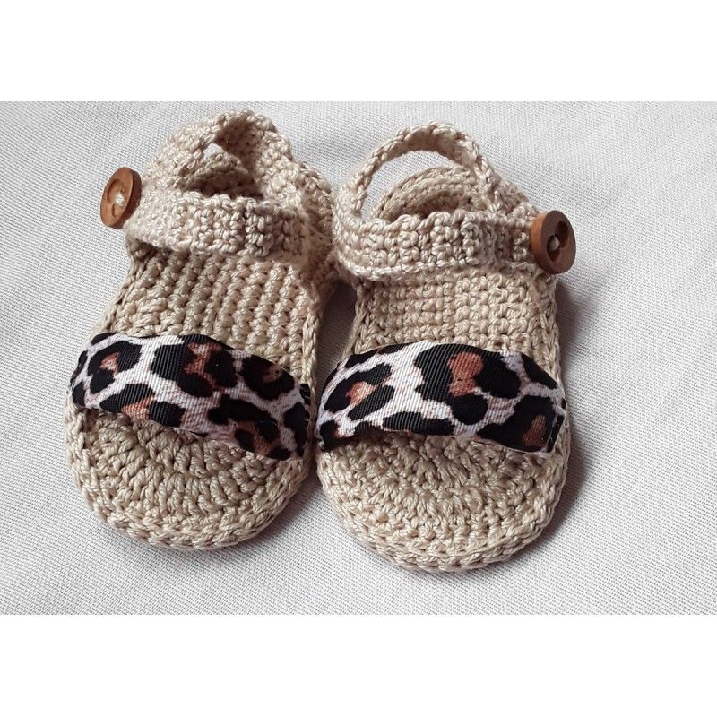 Sandalias para bebé de 3 a 6 meses hechas a mano con hilo de algodón 100% y tira delantera forrada con tela de leopardo