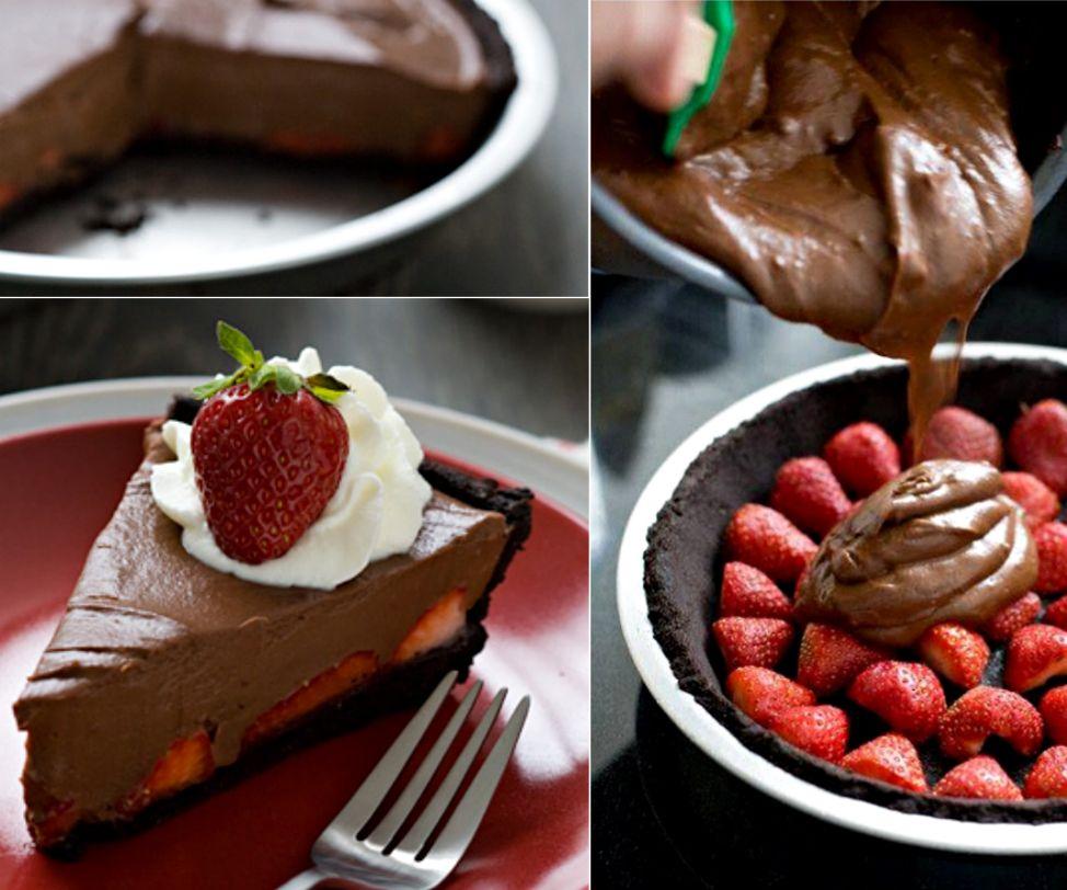 Frozen strawberry crunch cake is delicious crunch cake