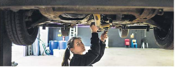 Women's Garage Mechanics Workshop in Paris