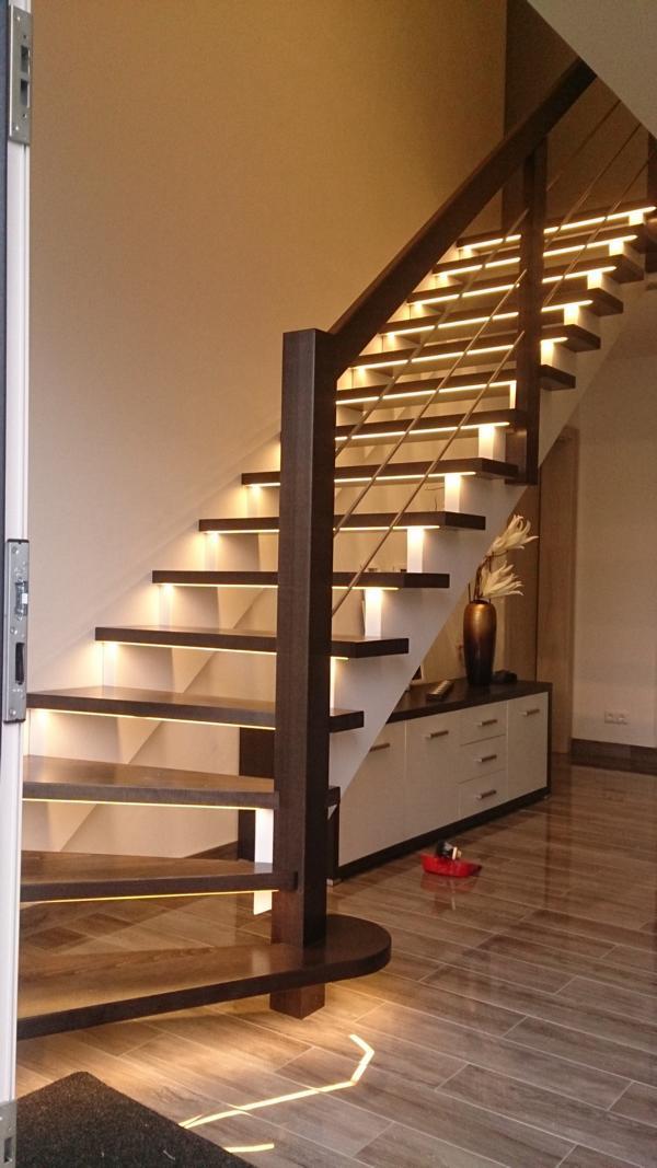 Holztreppe mit Beleuchtung,  #Beleuchtung #FlurIdeengestalten #Holztreppe #mit