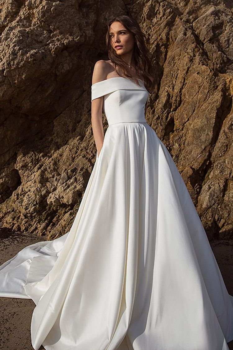 15 Seriously Amazing Wedding Dresses With Pockets For The Hands On Bride Refinery29 Uk Amazing Wedding Dress Wedding Dress Shopping Best Wedding Dresses