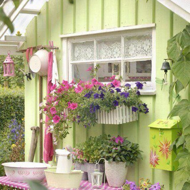 Pin by karen holder on cottages garten garten ideen gartenhaus - Shabby chic gartenhaus ...