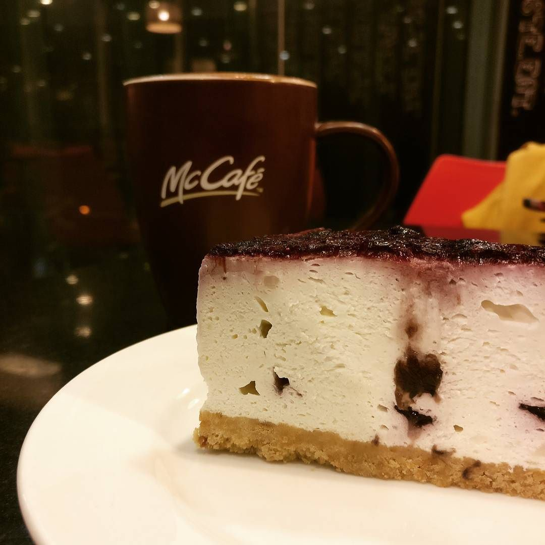 Mcdonalds Kuchen Experience The Unexpected From Mcdonald S Blueberry Cheesecake