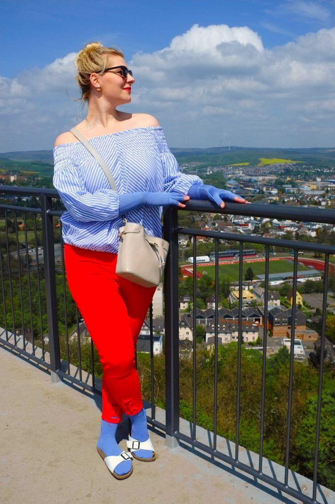 Outfit Jeansblau: Romantischer Sommer | Lipödem mode, Rote