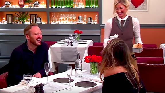 Unfunny guy mansplains comedy to female comedian on first date