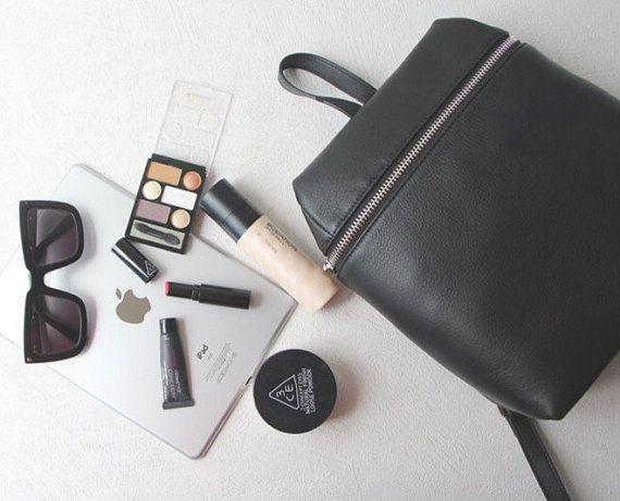 Las mujeres de mochila de cuero negro de cuero del por ViewInRain