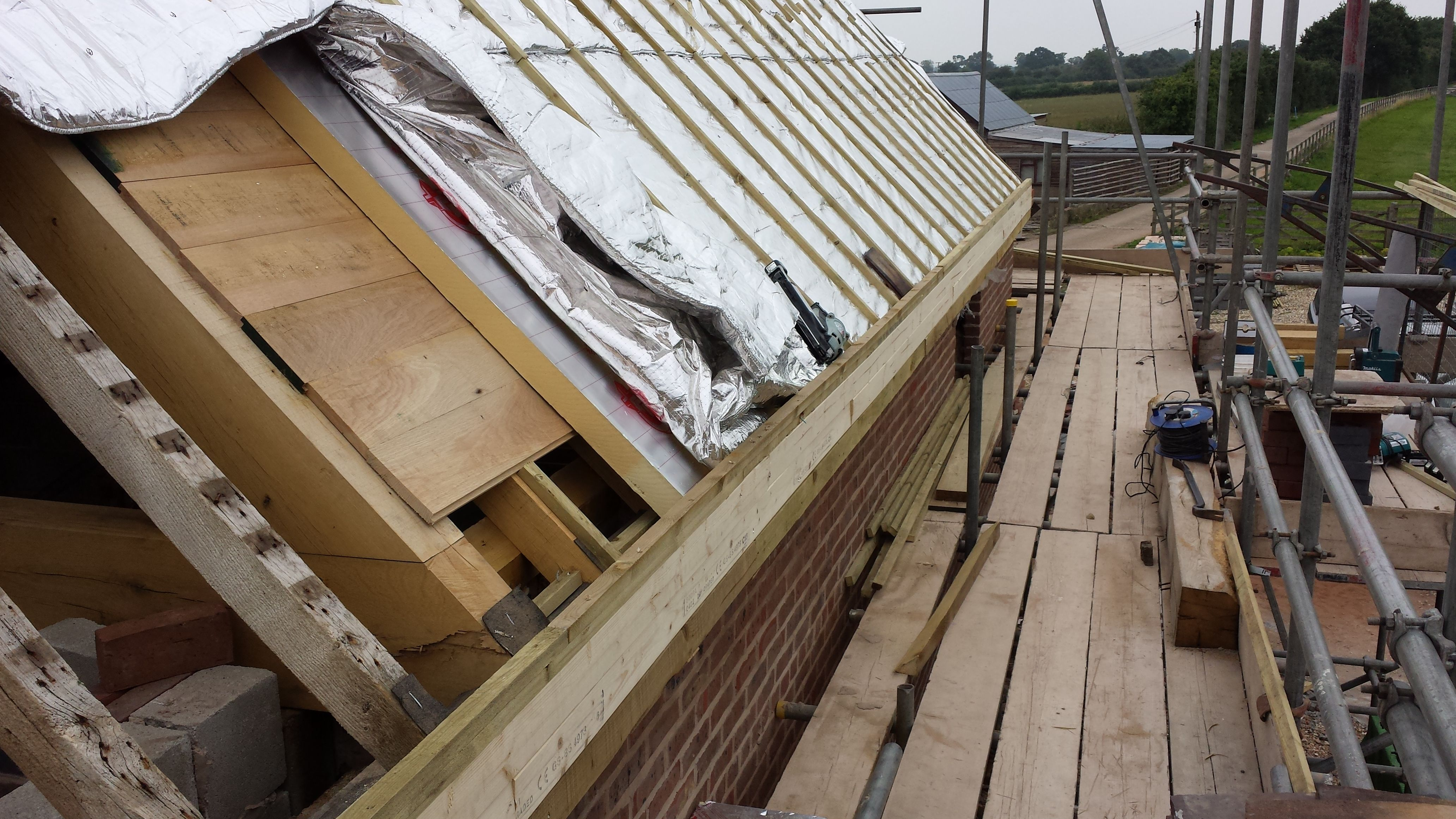 Phot Showing Built Up Roof Rafter With A 20mm Oak Boarding 75mm Celotec On Top Counter Batten Ontop Of Insulation Fixed With Spax 160mm Torx Head S Projecten