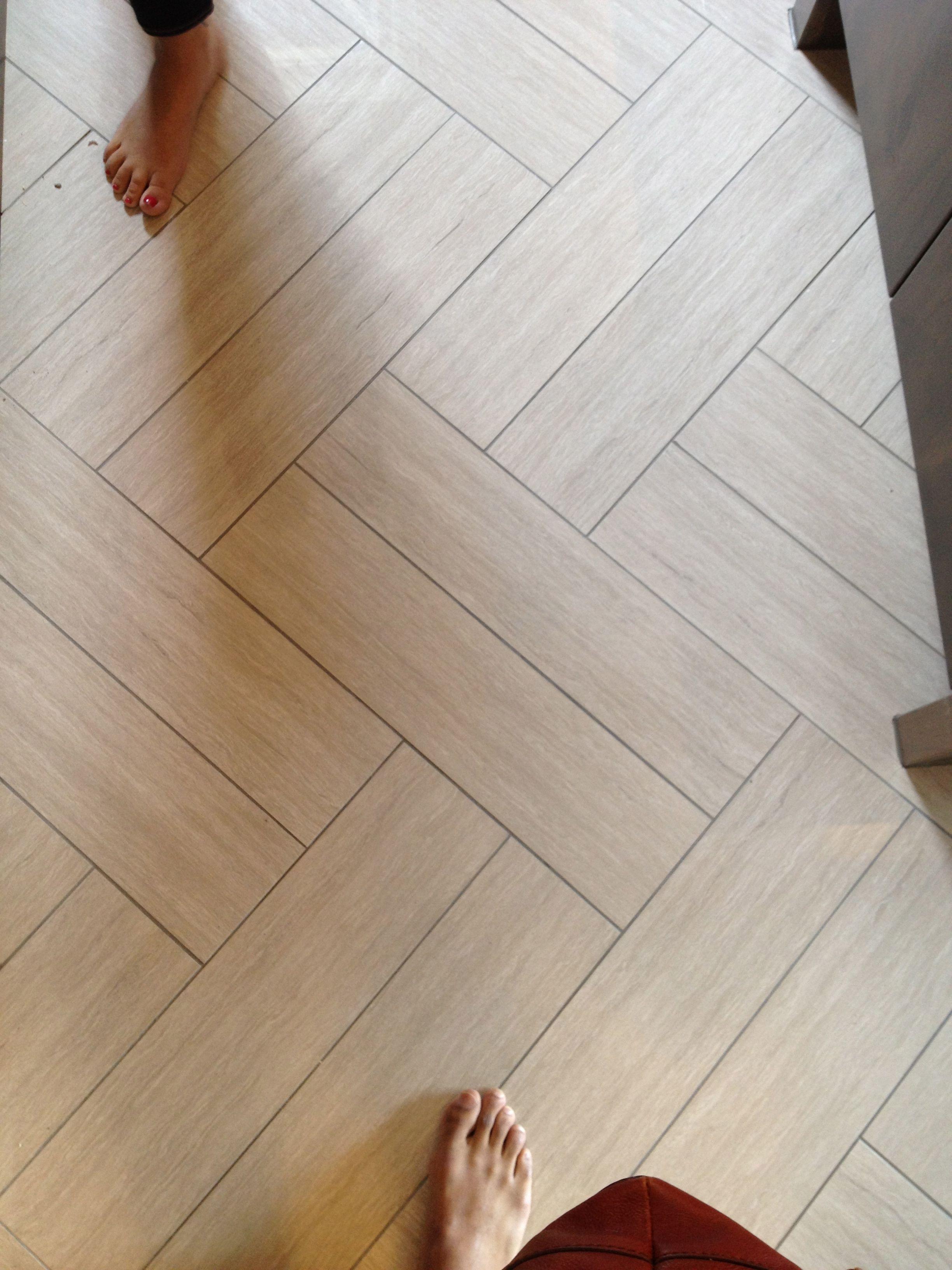floor pattern for bathroom...excellent example