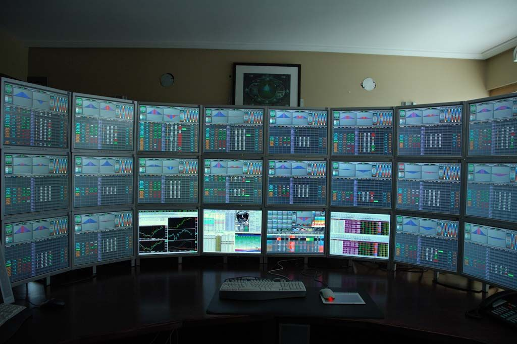 Roundup Multiple Monitor Homes Trading Desk Computer Setup