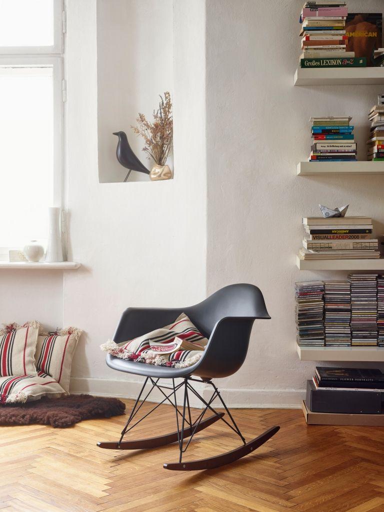 Auf Dem Vitra Eames RAR Schaukelstuhl Black Collection Müsst Ihr Aufpassen,  Dass Euch Das Sanfte