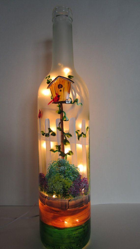 Escena de jard n iluminado botella de vino por - Botellas con luces ...