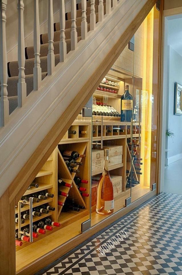 Wine storage under staircase organizadores pinterest for Cava bajo escalera