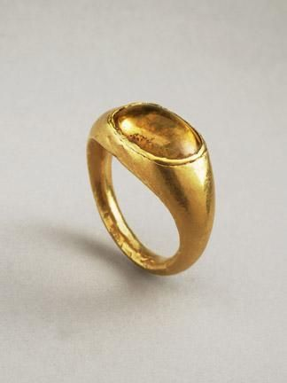 HELLENISTIC GOLD RING SET WITH A CITRINE CABOCHON DATE 2nd